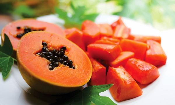 Kết hợp đu đủ với sữa chua không đường sẽ giúp tăng hiệu quả dưỡng da nhanh chóng.