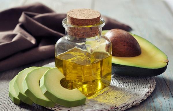 Mặt nạ quả bơ và dầu oliu giúp ngăn chặn quá trình lão hóa và làm mờ nếp nhăn trên da hiệu quả.