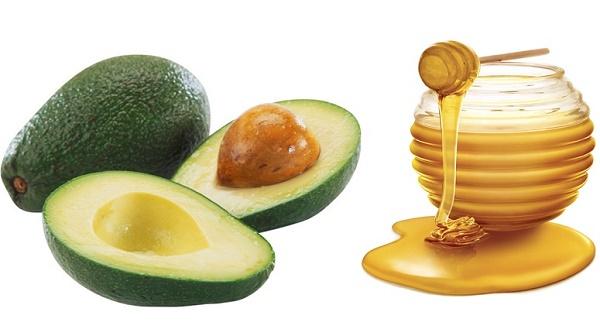 Mặt nạ mật ong kết hợp với trái bơ có tác dụng làm mờ các đốm tàn nhang trên da rất hiệu quả.