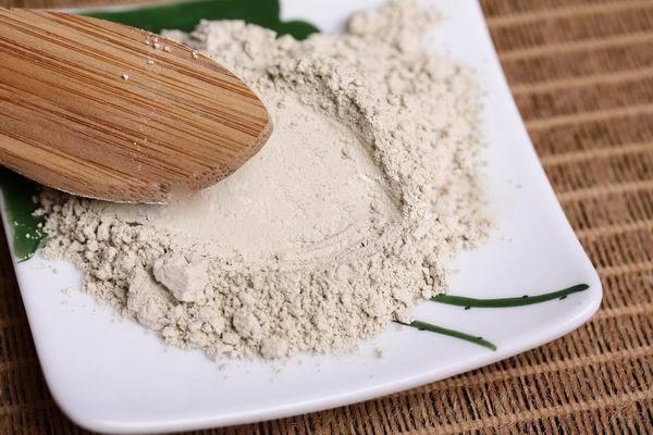 Cách dưỡng trắng da từ bột nhân sâm và nha đam rất an toàn cho làn da nhạy cảm.