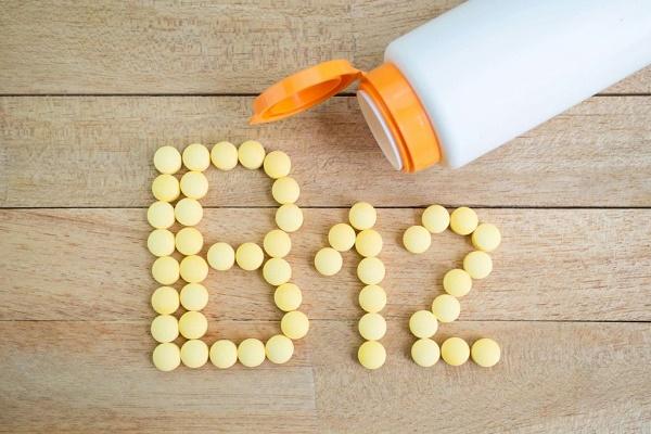 Mật nạ từ vitamin B giúp ngăn chặn sự phát triển của nang lông và làm mờ vết thâm sạm hiệu quả.