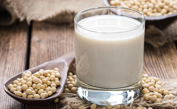 Mật nạ sữa chua không đường kết hợp với sữa đậu nành có tác dụng ngăn chặn quá trình mọc lông rất tốt.