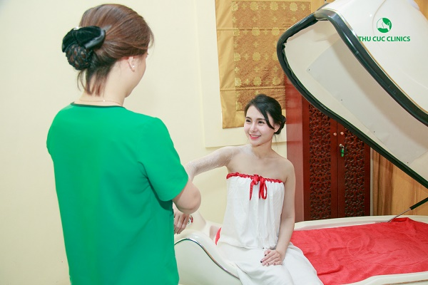 Thu Cúc Clinics đang ứng dụng phương pháp tắm trắng phi thuyền hiện đại.