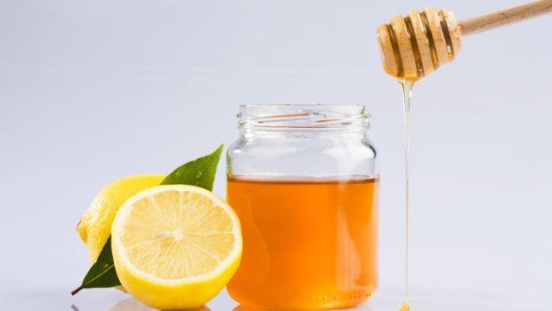 Kết hợp mật ong và chanh sẽ giúp tăng hiệu quả làm đẹp nhanh chóng hơn.