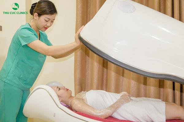 Hệ thống làm đẹp Thu Cúc Clinics đang áp dụng phương pháp tắm trắng phi thuyền hiện đại.