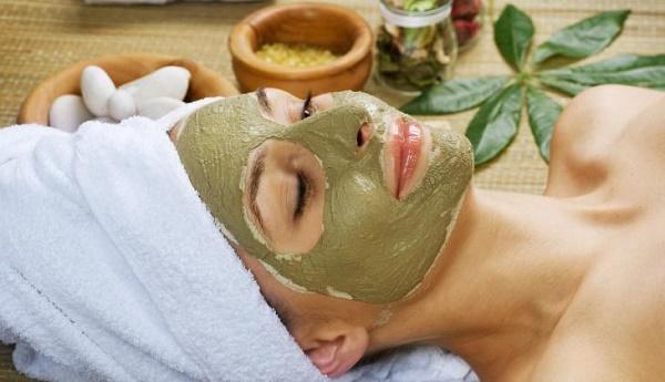 Mặt nạ tảo xoắn khi kết hợp với các nguyên liệu tự nhiên khác giúp loại bỏ các vết thâm, nám tàn nhang trên da.