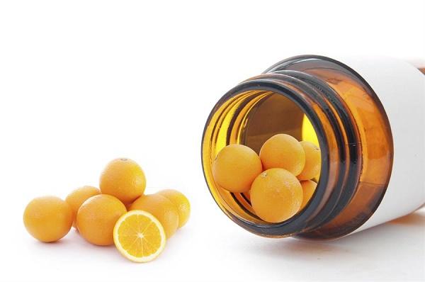 Sử dụng mặt nạ vitamin c làm đẹp da là giải pháp an toàn được đông đảo chị em yêu thích áp dụng ngay tại nhà.
