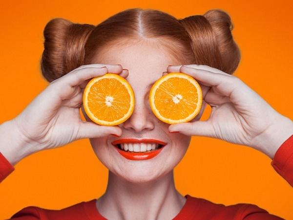 Mặt nạ từ vitamin c còncó tác dụng tốt trong kích thích tổng hợp collagen giúp giảm nếp nhăn, duy trì vẻ đẹp mịn màng cho làn da.
