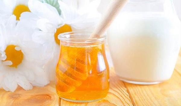 Mặt nạ từ mật ong được áp dụng khá phổ biến, có thể sử dụng cho mọi loại da mà không gây kích ứng làn da nhạy cảm.