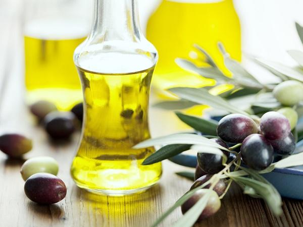 Mặt nạ tự nhiên từ dầu oliu có thể áp dụng cho mọi loại da mà không gây kích ứng.