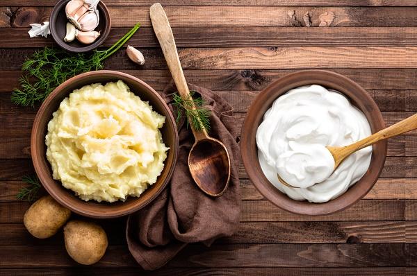 Kết hợp khoai tây và sữa chua sẽ có công dụng làm tăng hiệu quả dưỡng da, giúp da trở nên sáng mịn.
