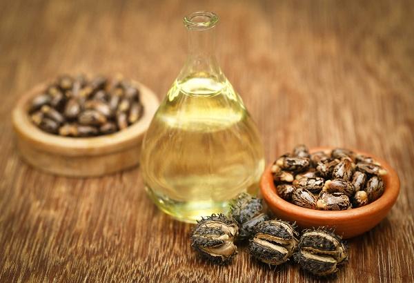 Trị rạn da từ dầu thầu dầu giúp làn da mịn màng và tươi sáng tự nhiên.