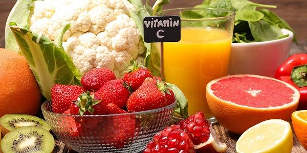 Vitamin c đóng một vai trò rất quan trọng trong việc dưỡng da mịn màng và tươi trẻ tự nhiên.