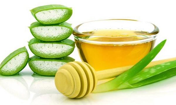 Sử dụng mặt nạ nha đam và mật ong giúp điều trị làn da chảy xệ nhanh chóng, không gây tổn thương da.