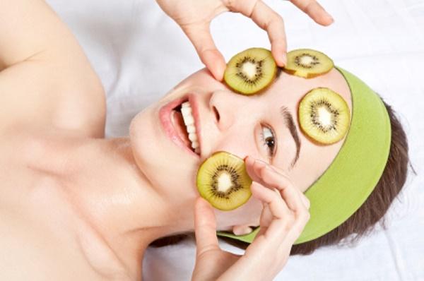 Làm đẹp từ mặt nạ kiwi rất an toàn mà không gây kích ứng cho làn da nhạy cảm.