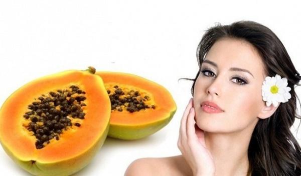 Mặt nạ đu đủ và mật ong còn giúp làm mờ vết thâm, nám tàn nhang đồng thời giữ được nét tươi trẻ của làn da.