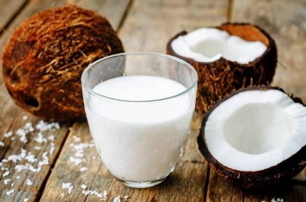 Mặt nạ làm trắng da từ nước cốt dừa rất an toàn nên có thể áp dụng cho mọi loại da.