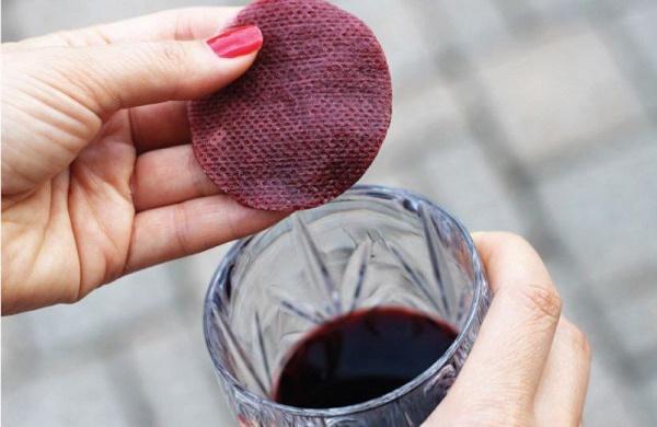 Mặt nạ từ rượu vang còn giúp se khít lỗ chân lông và giữ ẩm cho da.