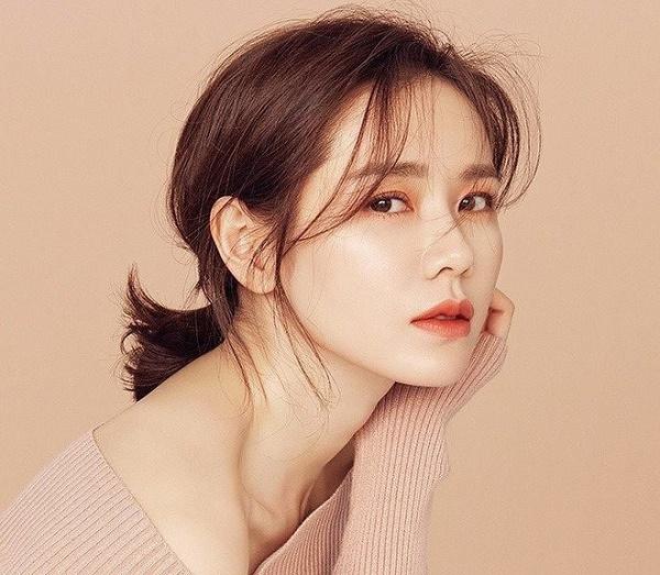 Phun thêu thẩm mỹ đang trở thànhxu hướng làm đẹp đậm chất Hàn Quốc, giúp chị em sở hữu mày ngài thanh tú.