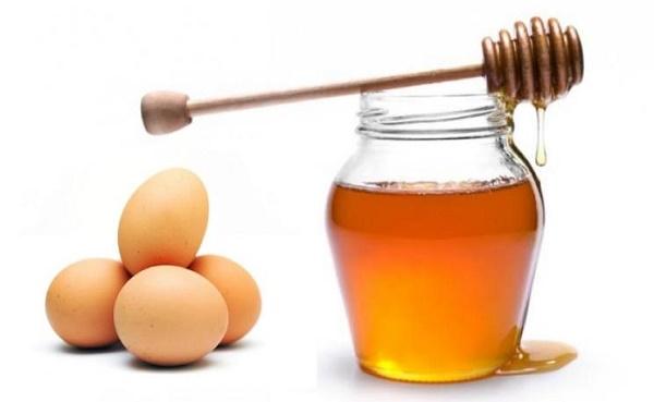 Mặt nạ mật ong và trứng có tác dụng dưỡng ẩm cho da, hấp thụ nước từ môi trường bên ngoài vào da.