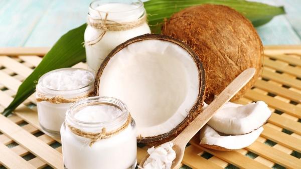 Dầu dừa vừa ngăn chặn quá trình lão hóa làn da vô cùng hiệu quả.