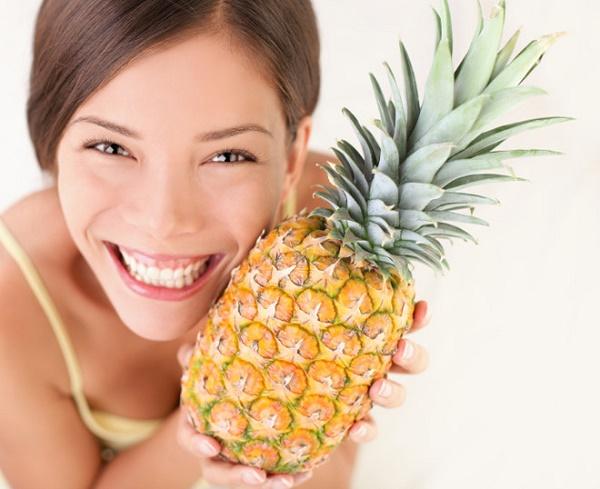 Kết hợp dứa cùng dầu dừa sẽ tạo nên mặt nạ giúp tẩy da chết, cải thiện làn da sáng mịn tự nhiên.