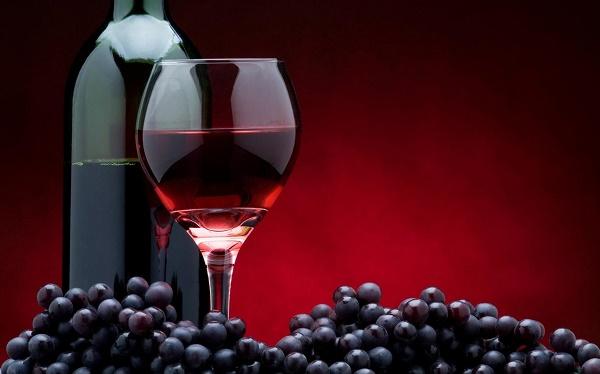 Trị tàn nhang bằng rượu vang và trứng gàđược các chị em áp dụng rất phổ biến tại nhà vì an toàn, dễ thực hiện với chi phí rẻ.