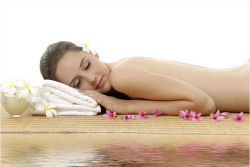 Tẩy da chết và thư giãn cơ thể thường xuyên là thói quen rất cần thiết đối với chị em