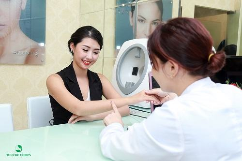 Khách hàng được tư vấn 1 lần tắm trắng bao nhiêu tiền và phương pháp làm đẹp phù hợp khi đến Thu Cúc Clinics.