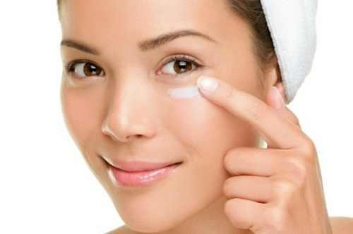 Cách chăm sóc để da vùng mắt luôn tươi trẻ