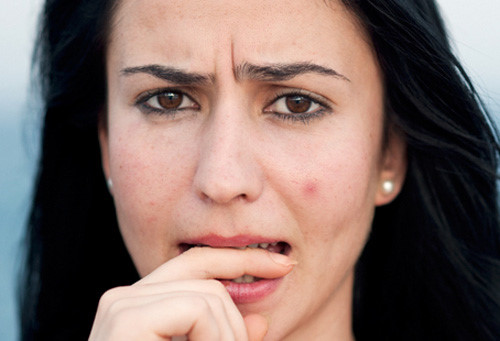 Những lý do không tưởng khiến da nổi mụn