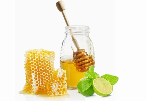 Mật ong nước cốt chanh chứa nhiều dưỡng chất có tác dụng làm trắng hiệu quả